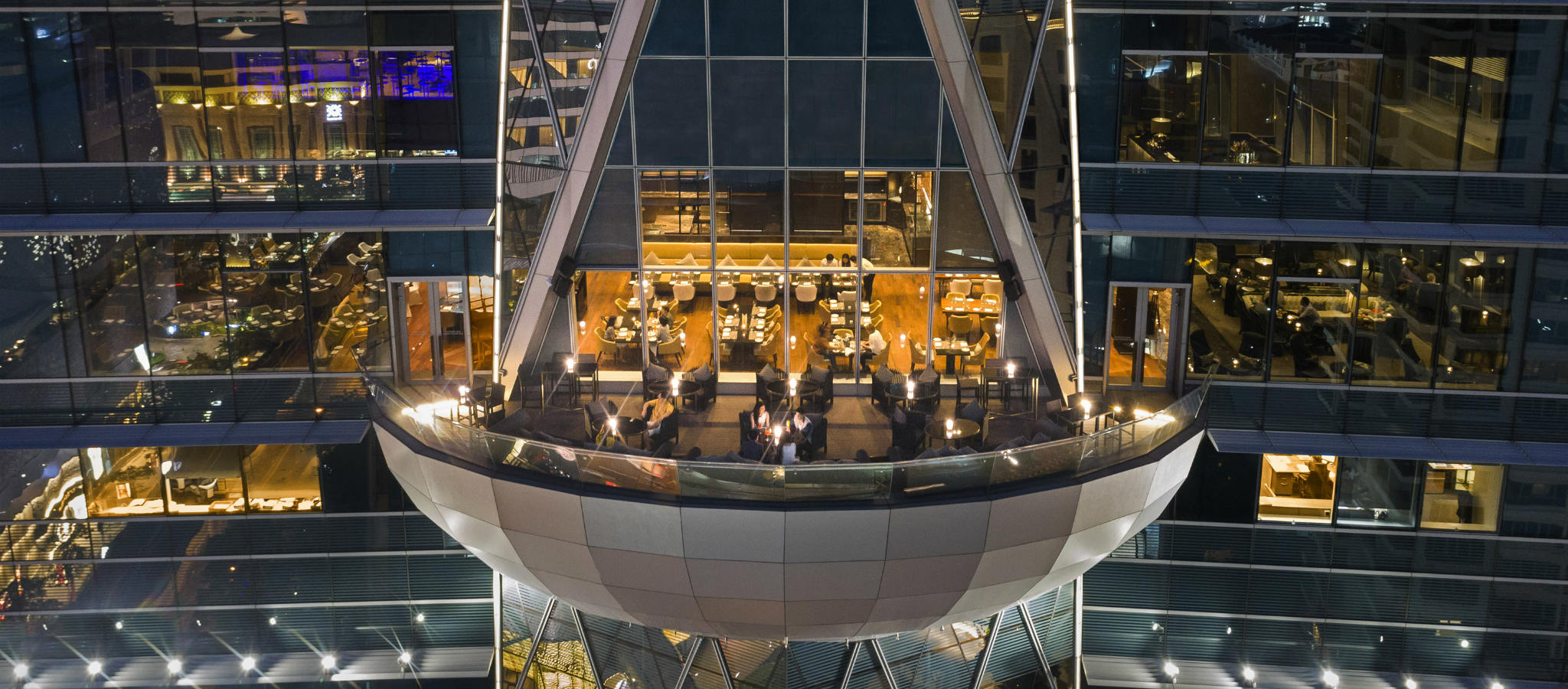 Het terras van Up & Above Restaurant and Bar (The Okura Prestige) in Bangkok, Thailand