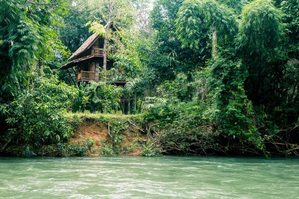 Een boomhut aan de rivier de Sok van Our Jungle Camp