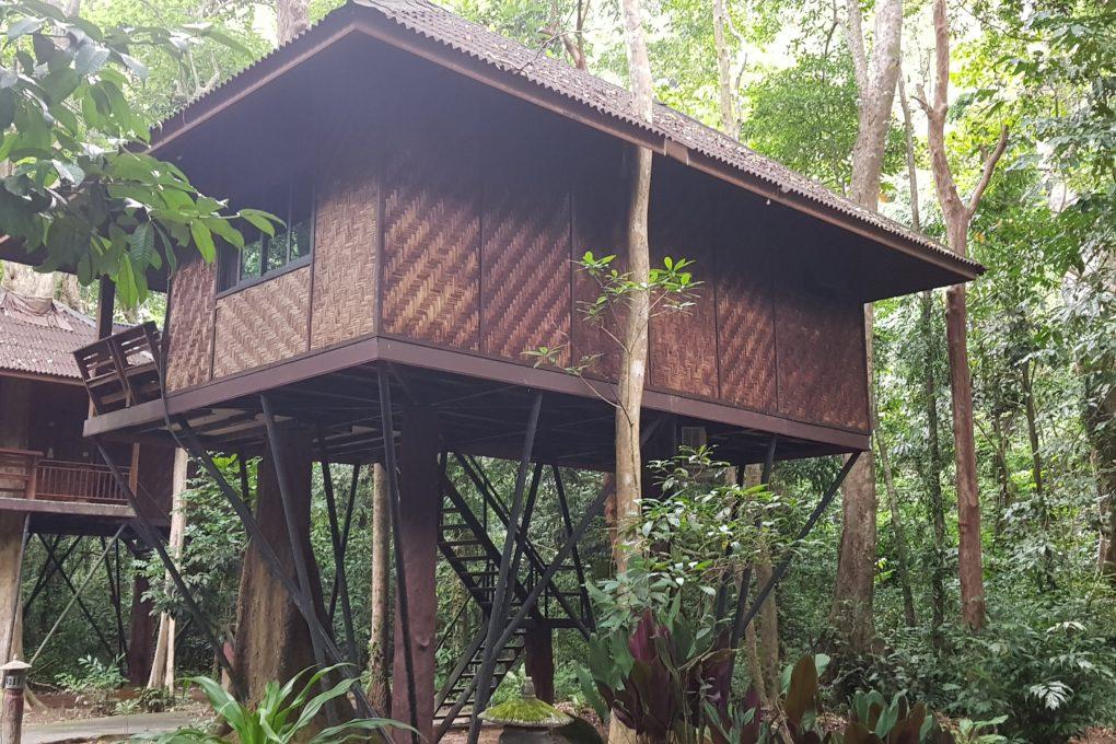 Een boomhut van het Khao Sok Nature Resort