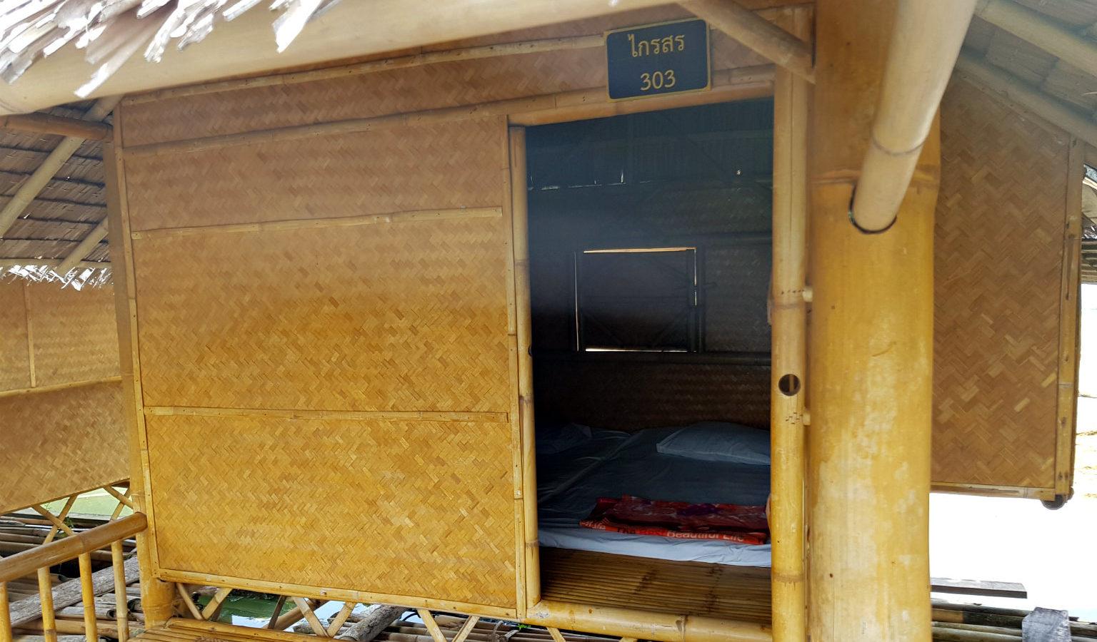 Cheow Lan lake drijvend hutje basic op het meer van Khao Sok
