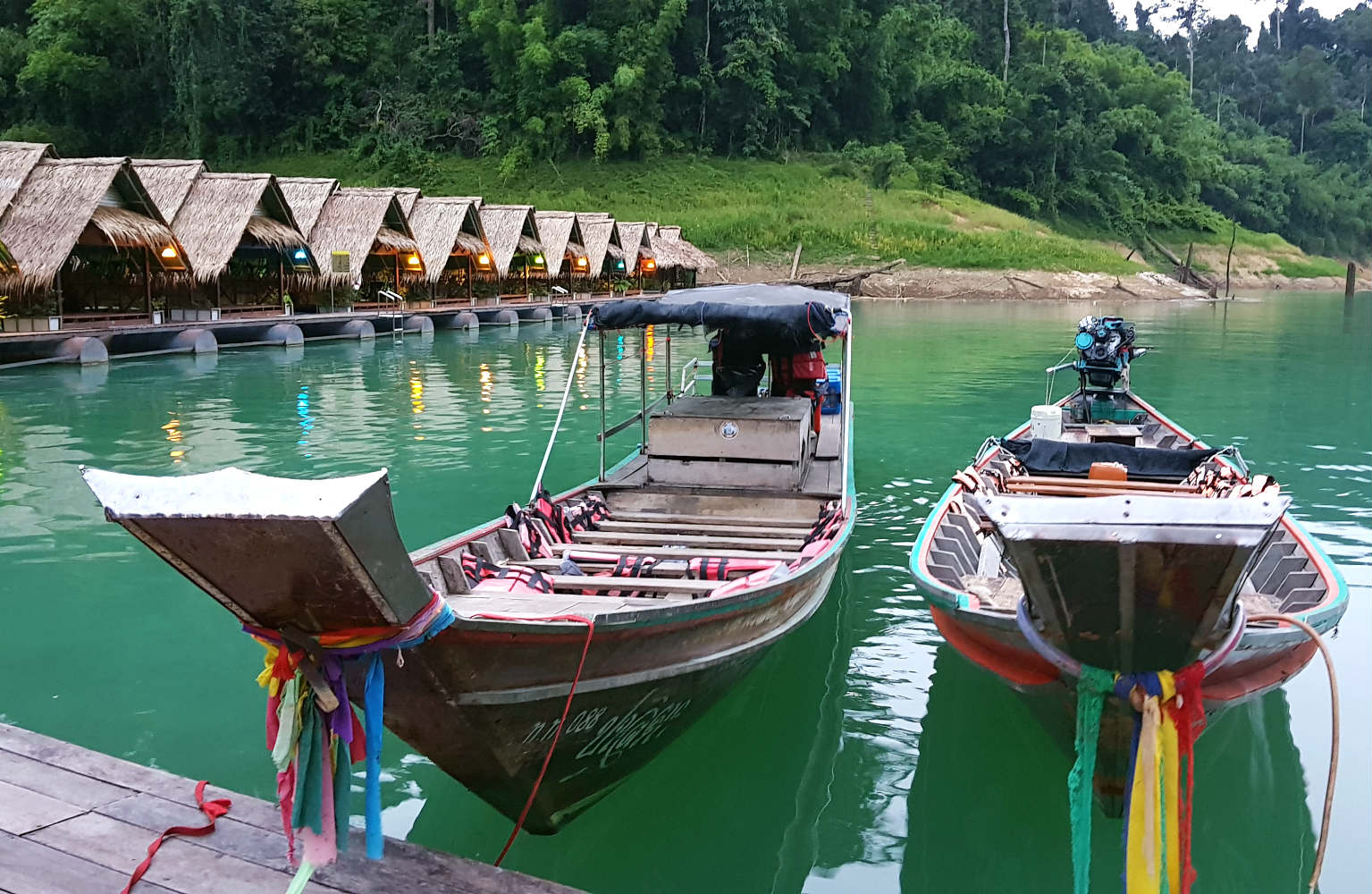 Cheow Lan Lake, Longtail boats and floating houses