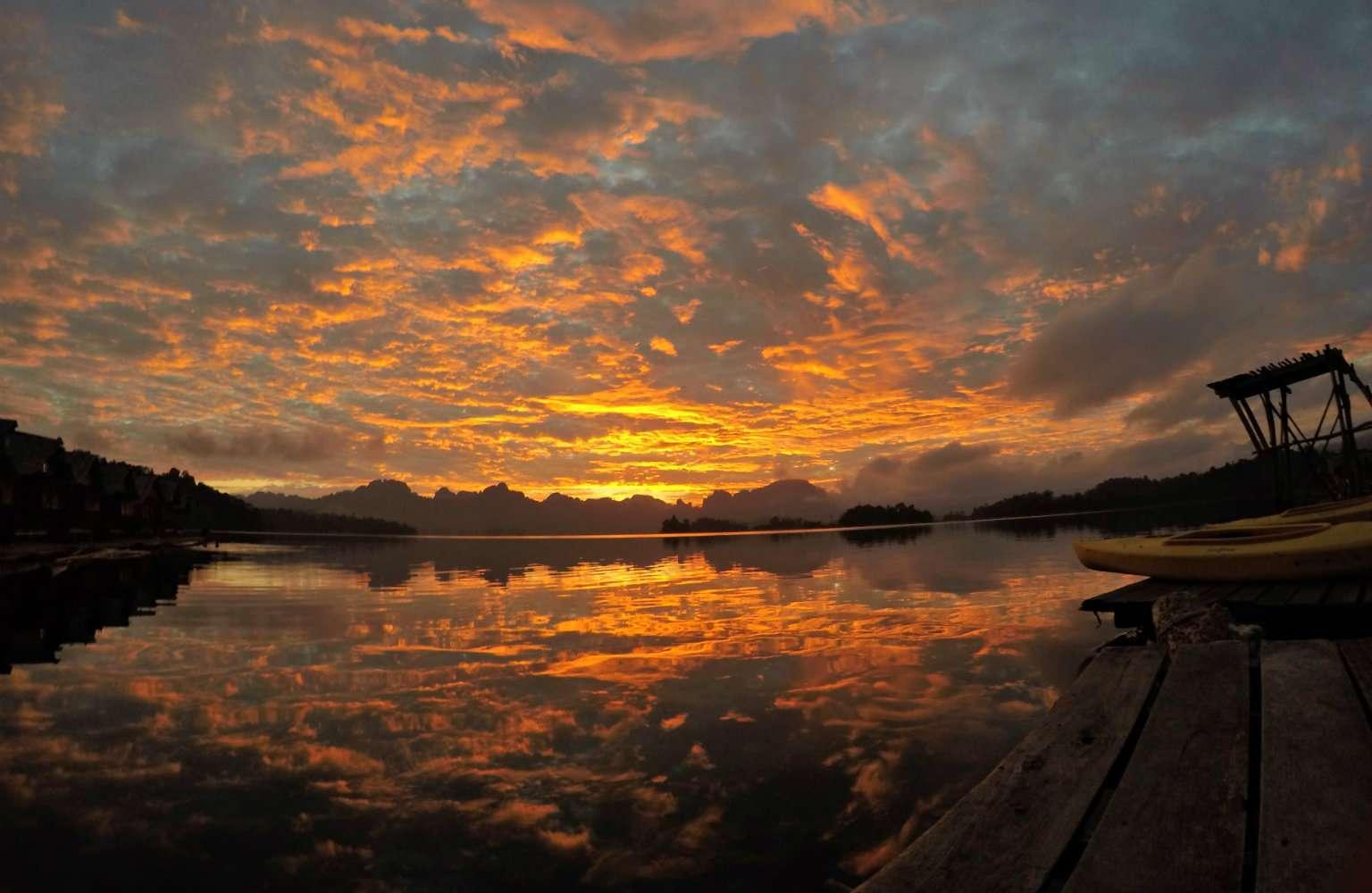 Cheow Lan Lake, sunset on Lake Khao Sok