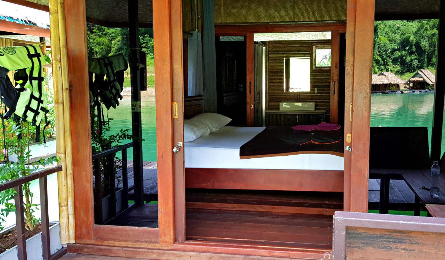 Cheow Lan Lake Luxury floating raft house, Khao Sok