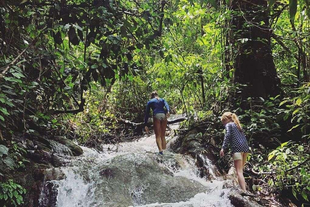 Bang Hoi waterval beklimmen, Cheow Lan Lake, Khao Sok