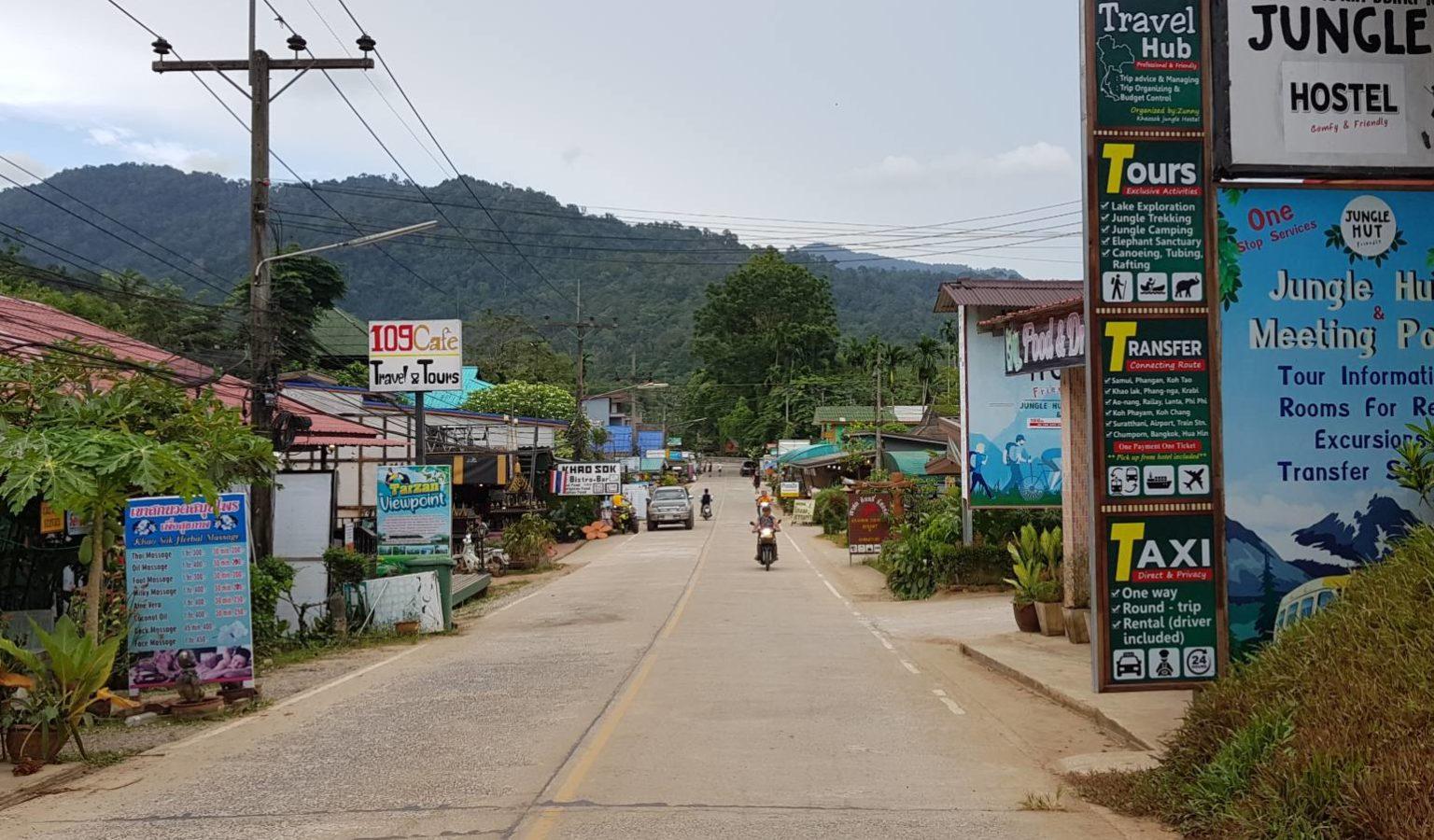 Khao Sok, straat van dorpje Khao Sok