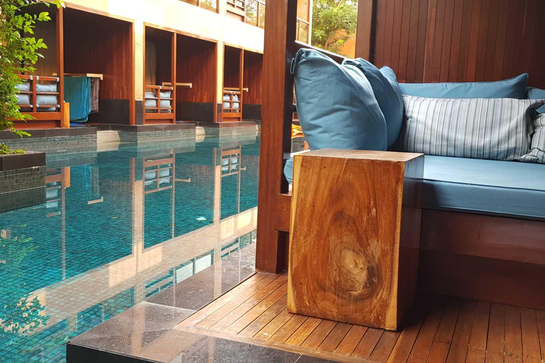 Het balkon van de Pool view kamer van het Avatar Railay Resort