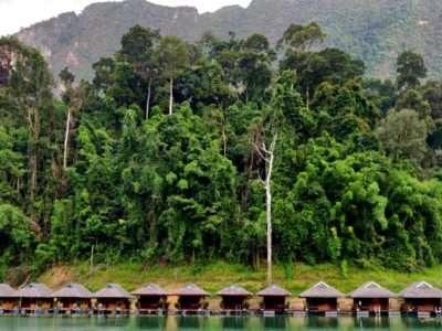 Drijvende Hutjes Op Khao Sok Lake