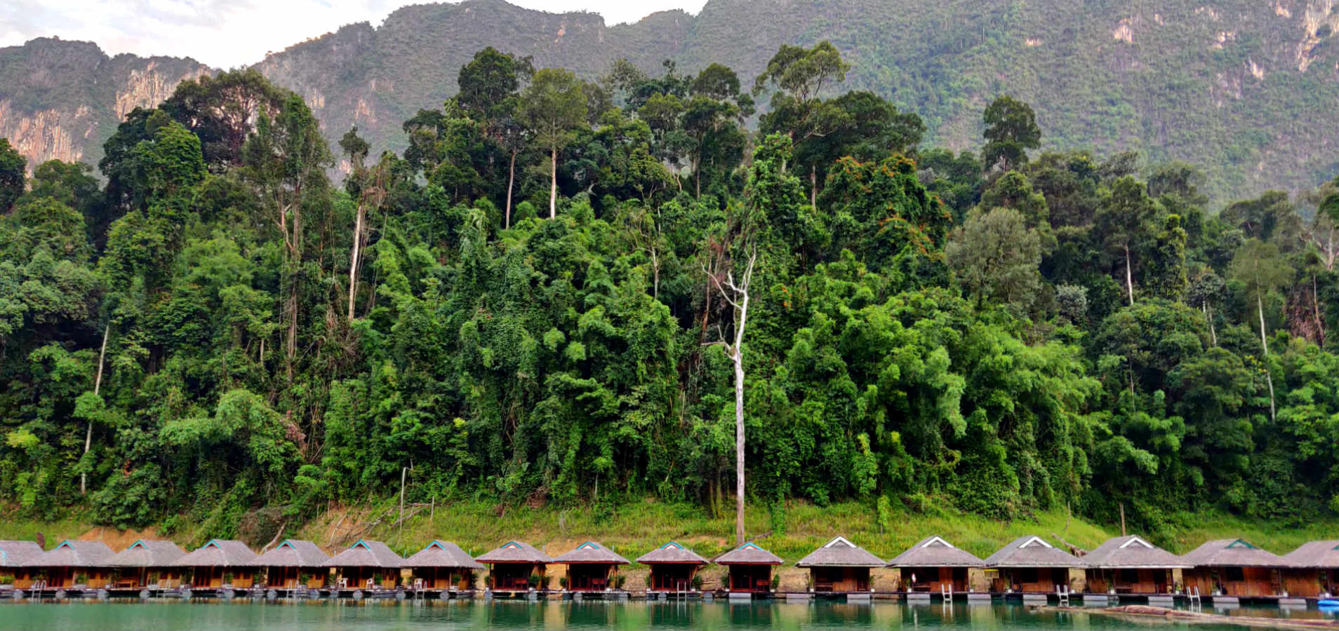Cheow Lan Lake Khao Sok National Park, drijvende huisjes