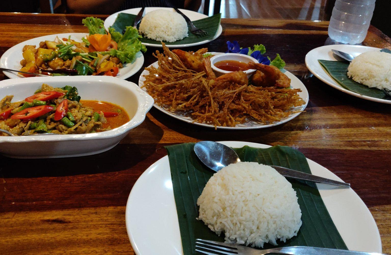 Een heerlijke Thaise maaltijd bij het Khao Sok Nature Resort