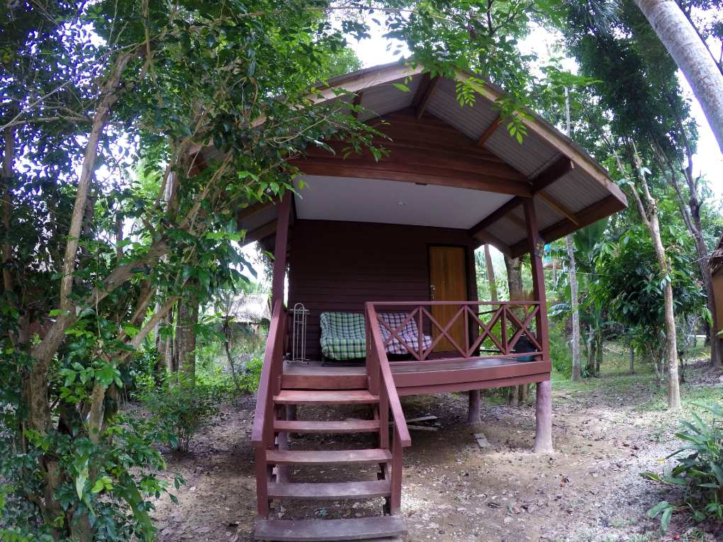 Goedkoop slapen in de budget bungalow van het Khao Sok Morning Mist Resort