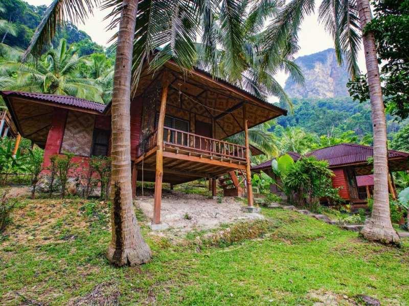 Een bungalow van het Railay Garden View Resort met uitzicht op de tuin