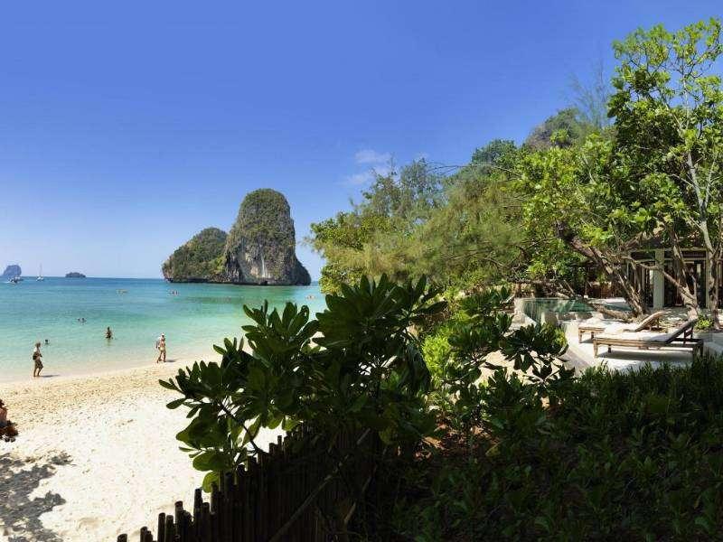 Het uitzicht op Phra Nang Beach vanaf Rayavadee