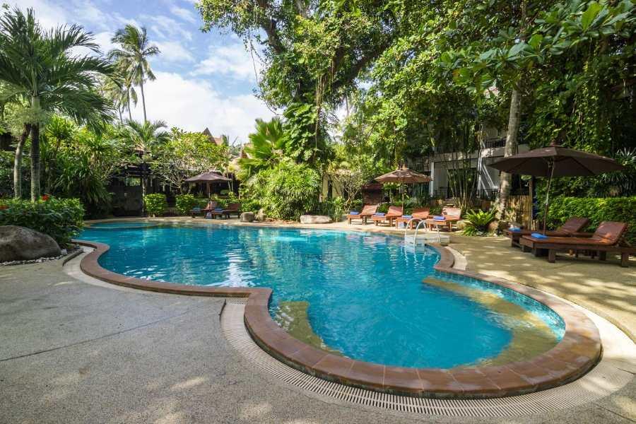Het zwembad van het Sunrise Tropical Resort