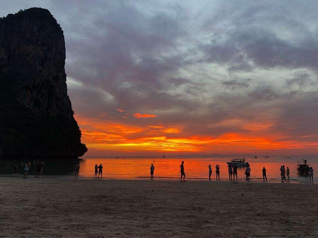 zonsondergang op Phra Nang Beach