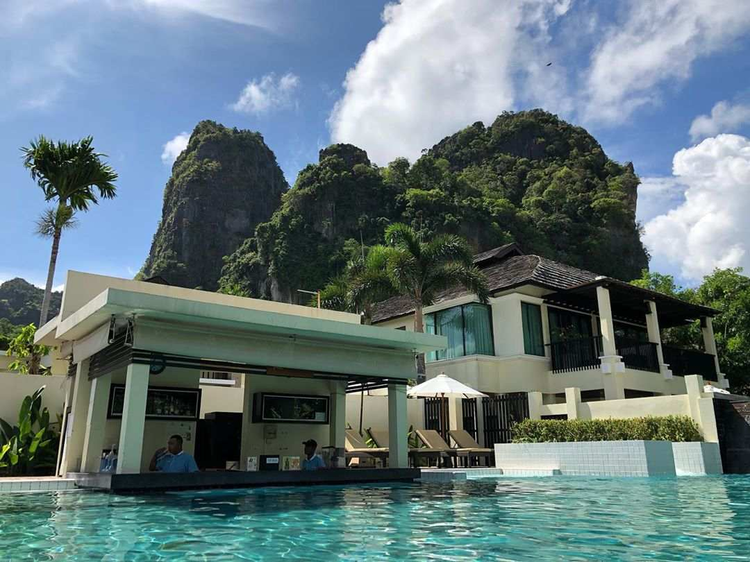 Zwembad van Bhu Nga Thani Resort op Railay East