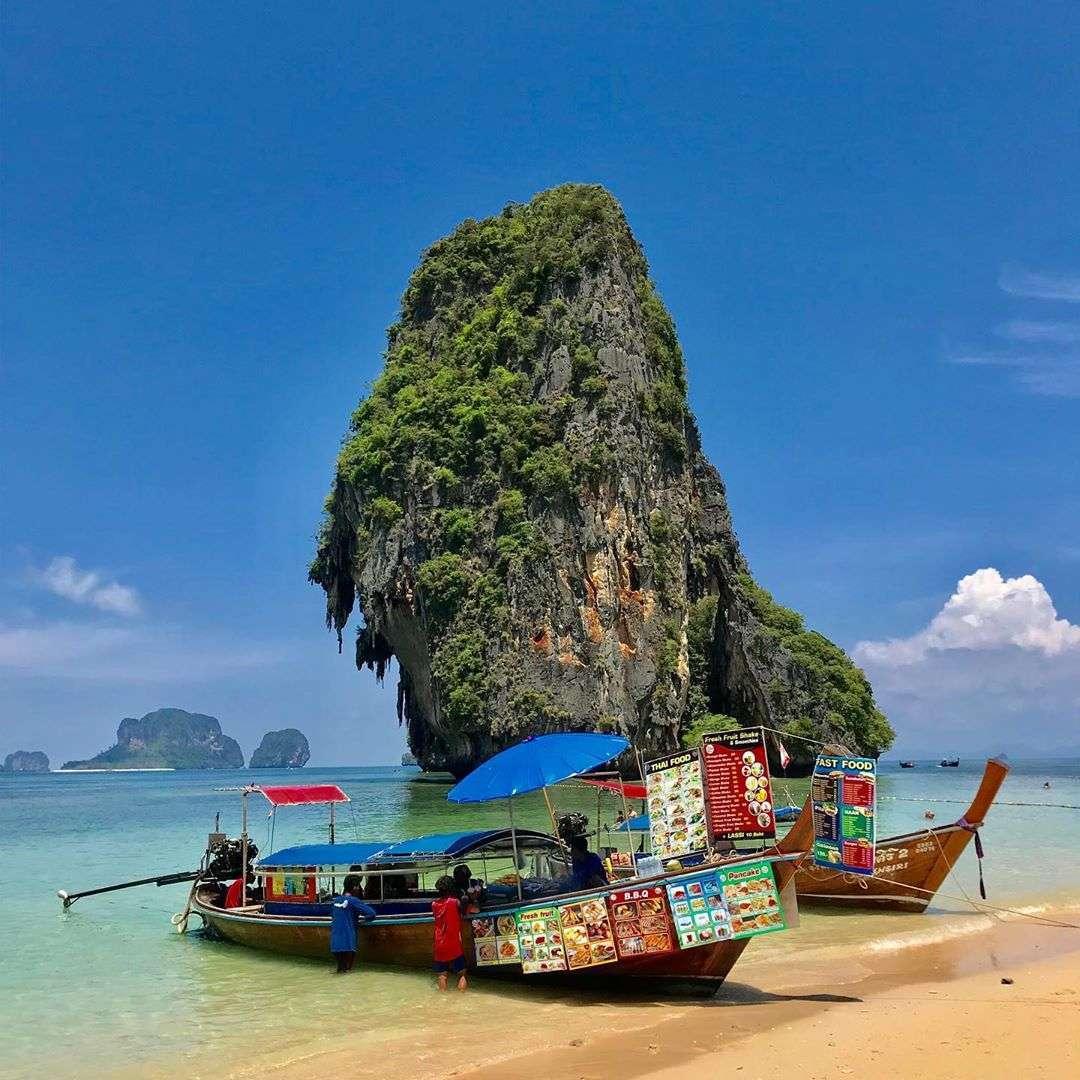 Phra Nang Beach met longtail snack bootjes