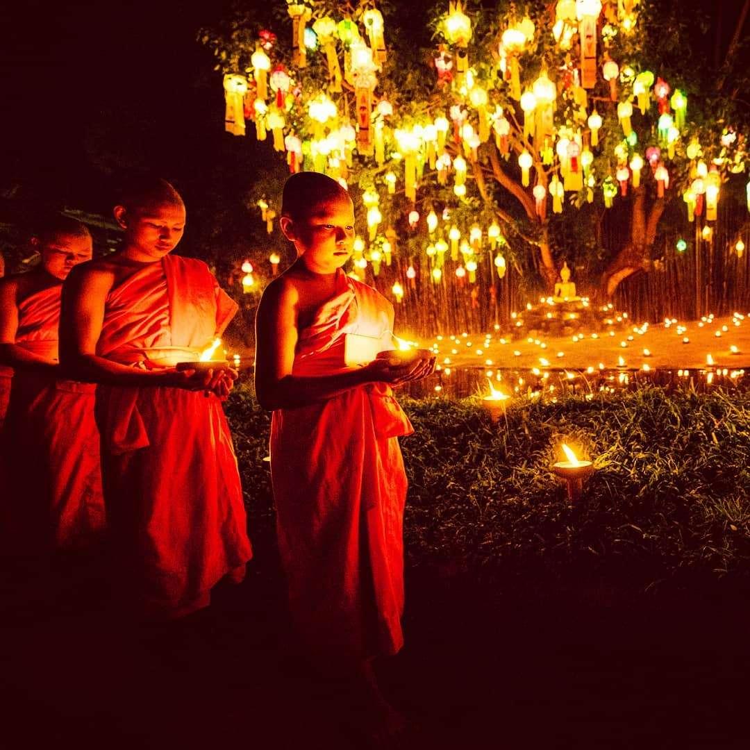 Boeddhistische monikken tijdens het Yee Peng Festival 2019
