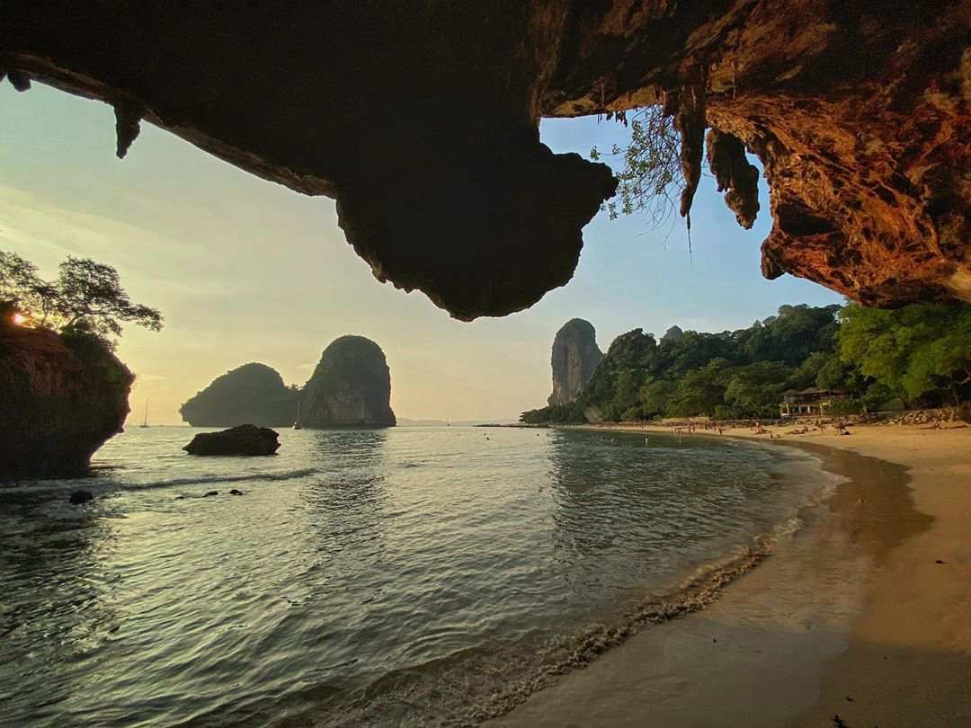 Phra Nang Beach gezien vanuit een grot