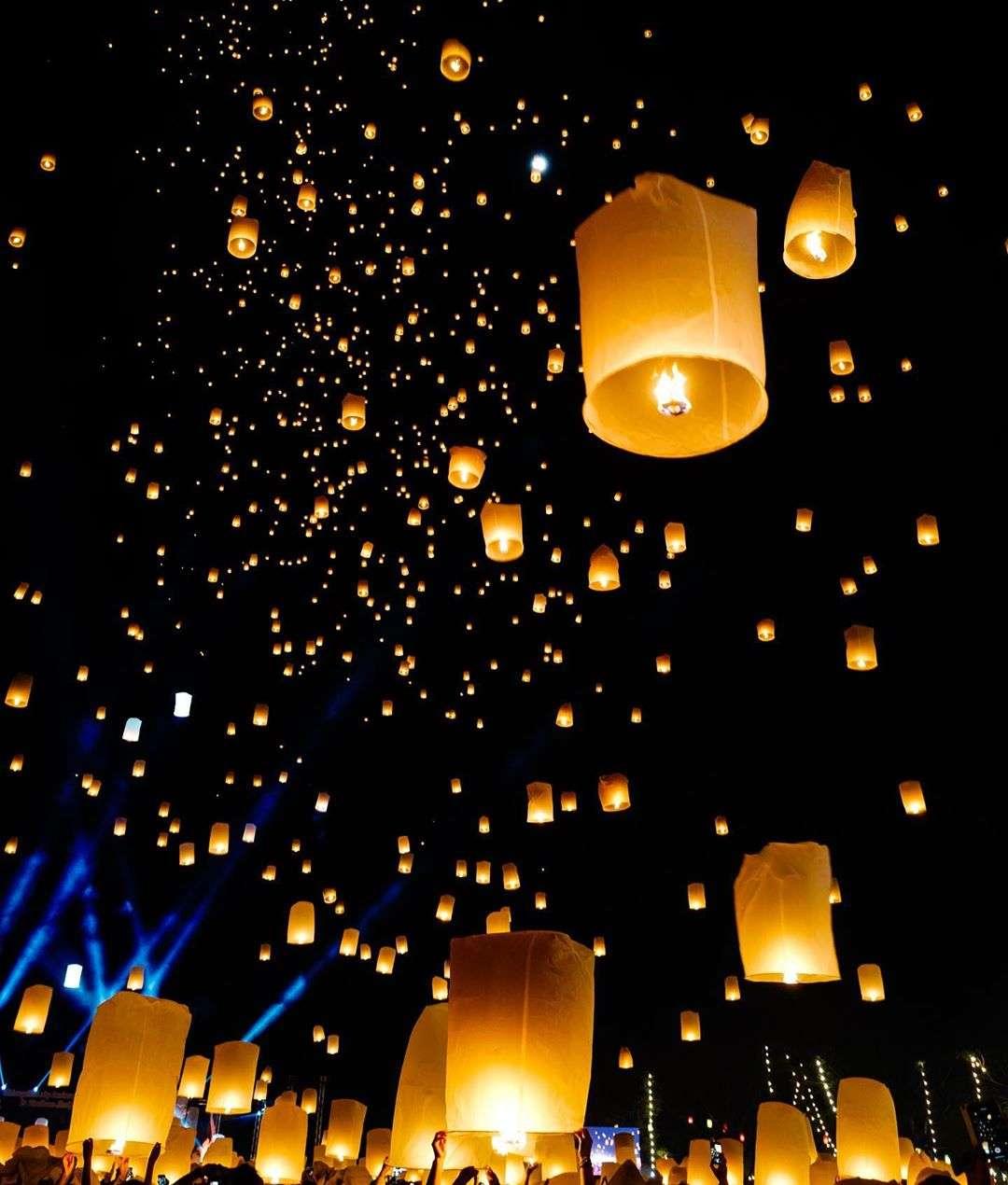 brandende wensballonnen