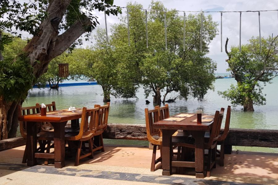 Tropical Sunrise Restaurant aan Railay West
