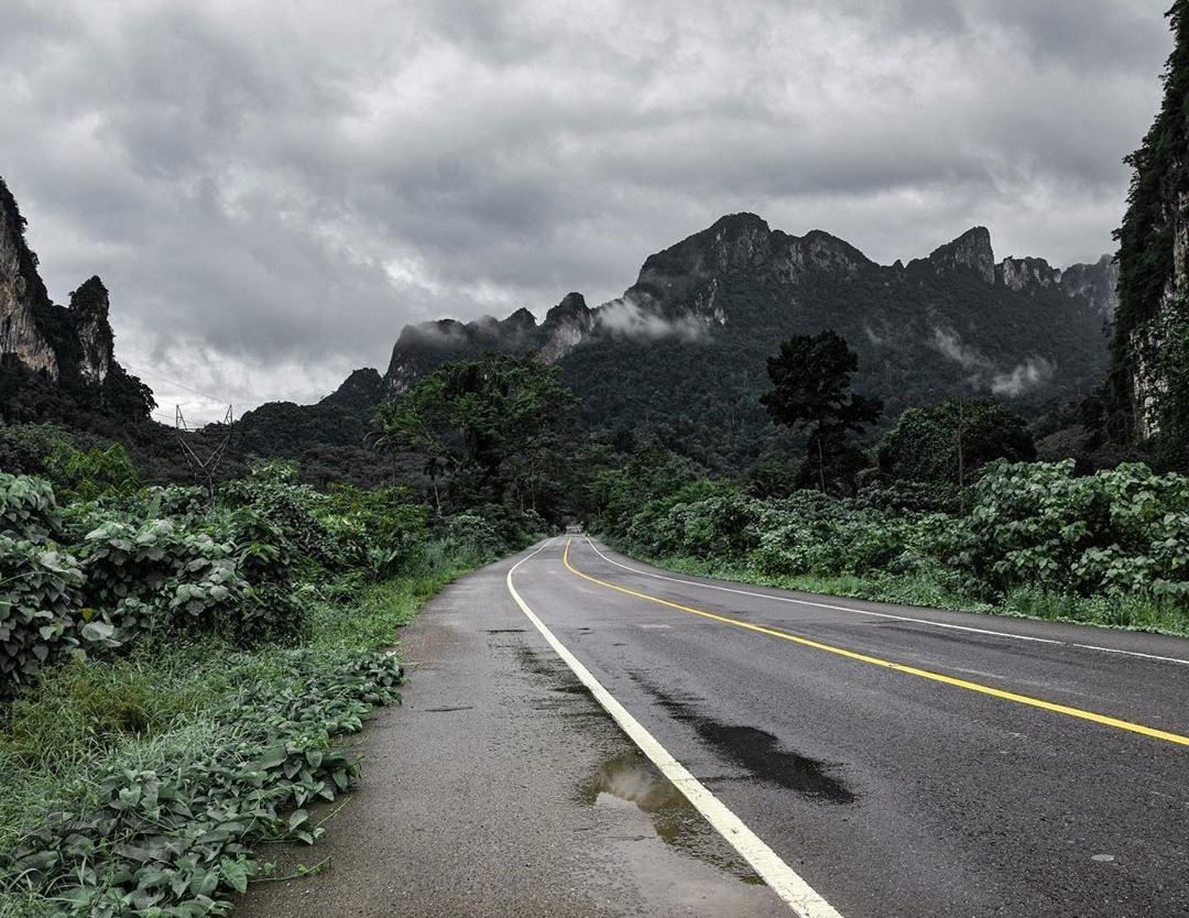 A paved road that goes through Khao Sok National Park