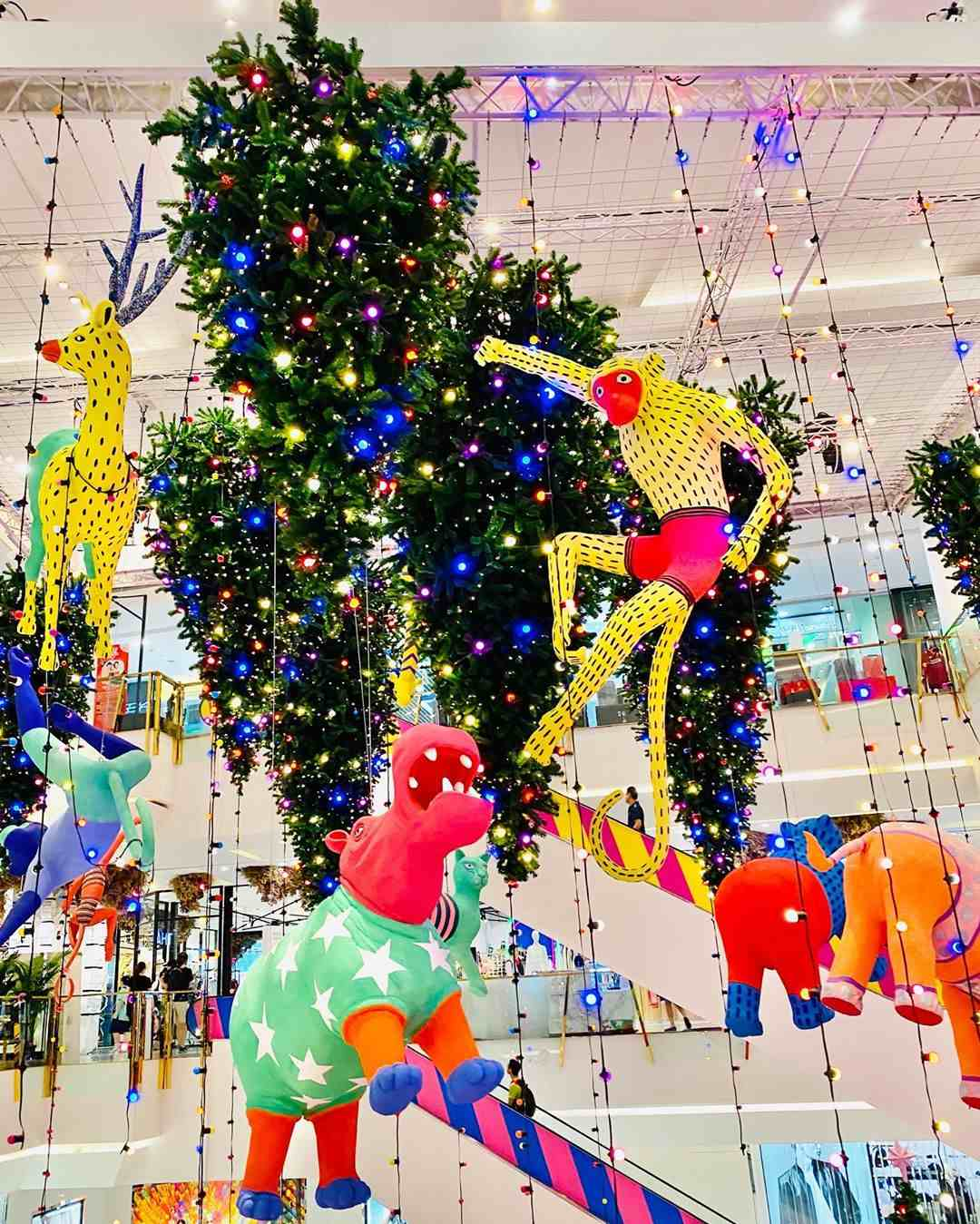 Kerst bij Emporium EmQuartier met allemaal rare beesten