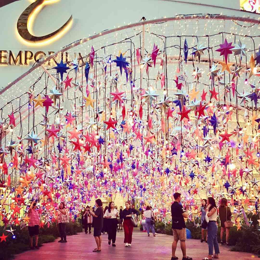 An arch with hundreds of colored stars at Emporium EmQuarter in Bangkok