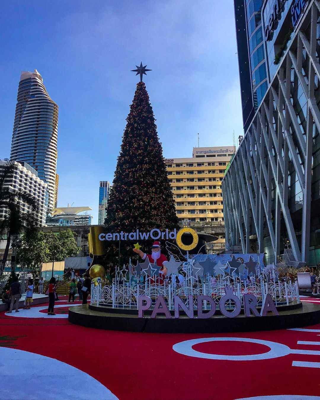 Grote kerstboom bij CentralWorld in Bangkok