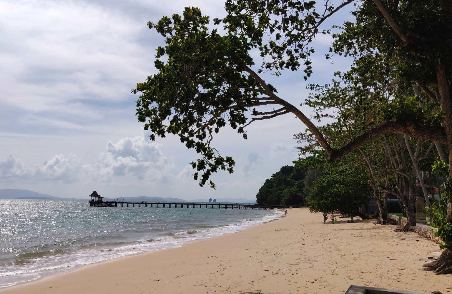 Koh Yao Yai, Loh Paret strand met pier