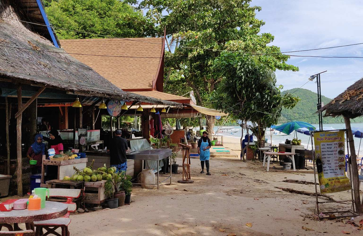 Koh Yao Yai shopping street and Loh Paret beach