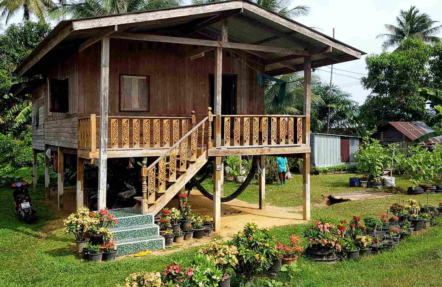 Koh Yao Yai, authentiek houten huis langs de weg