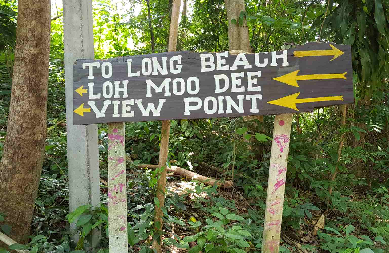 Long Beach, sign with route to Loh Moo Dee beach