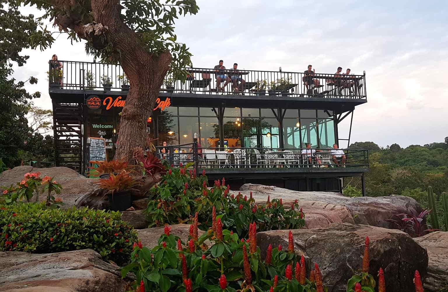 Dakterras restaurant bij het Phi Phi Viewpoint
