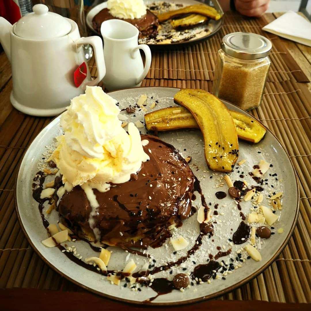 Chocolade banaan pannenkoeken bij Aroy Kaffeine in Koh Phi Phi