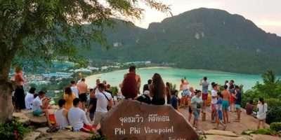 Viewpoint Koh Phi Phi, Uitzicht Over De 2 Baaien.