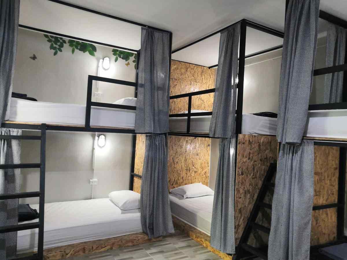 De slaapzaal van het Backpack Hostel Koh Yao Yai