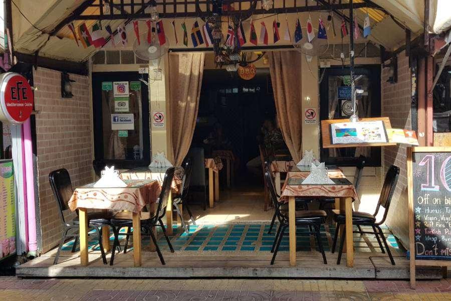 Buiten bij Efe Mediterranean Cuisine op Koh Phi Phi