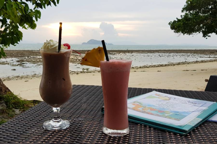 Snicker shake and fruit shake at Waves restaurant of GLOW Elixir
