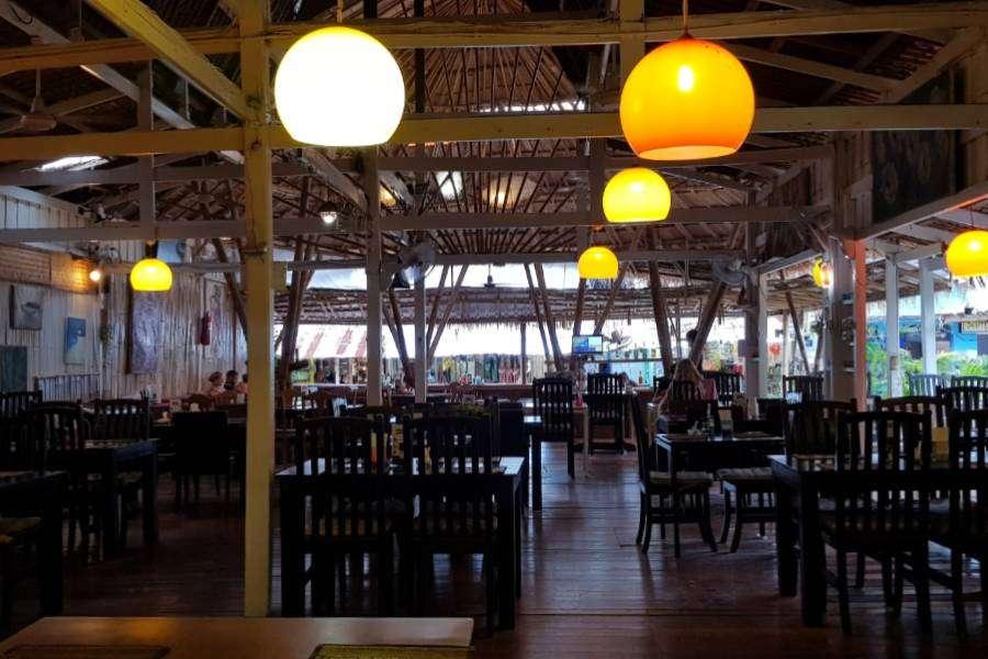 Binnen bij Italiano Bar & Restaurant op Koh Phi Phi