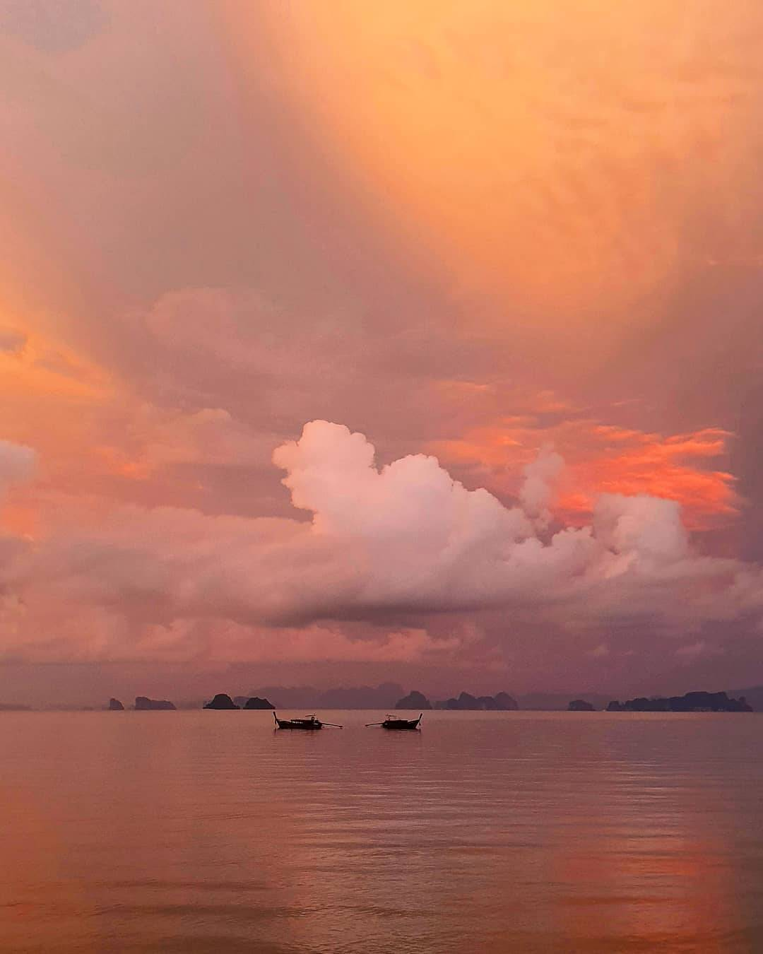 De lucht die bijna een schilderij lijkt gezien vanaf Koh Yao Yai