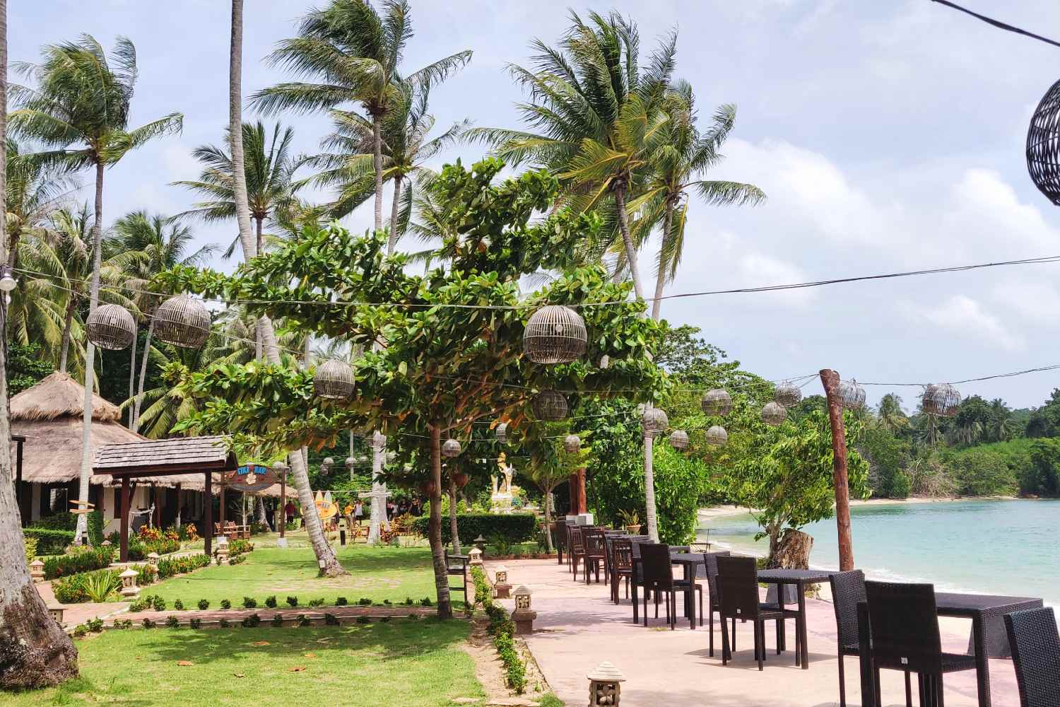 The restaurant on the beach of GLOW Elixir in Koh Yao Yai