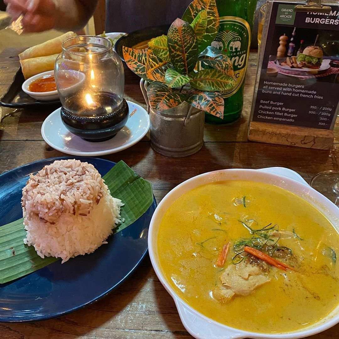 Curry bij Grand PP Arcade op Koh Phi Phi