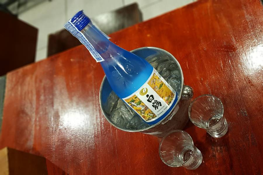 Goede Sake bij P.P. Wang Ta Fu op Koh Phi Phi