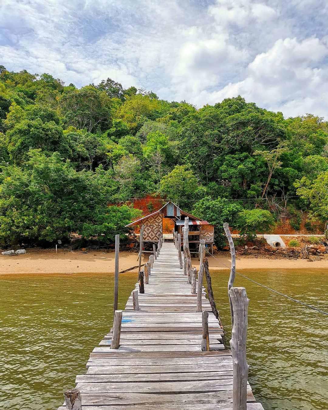 Oude houten pier op koh yao yai