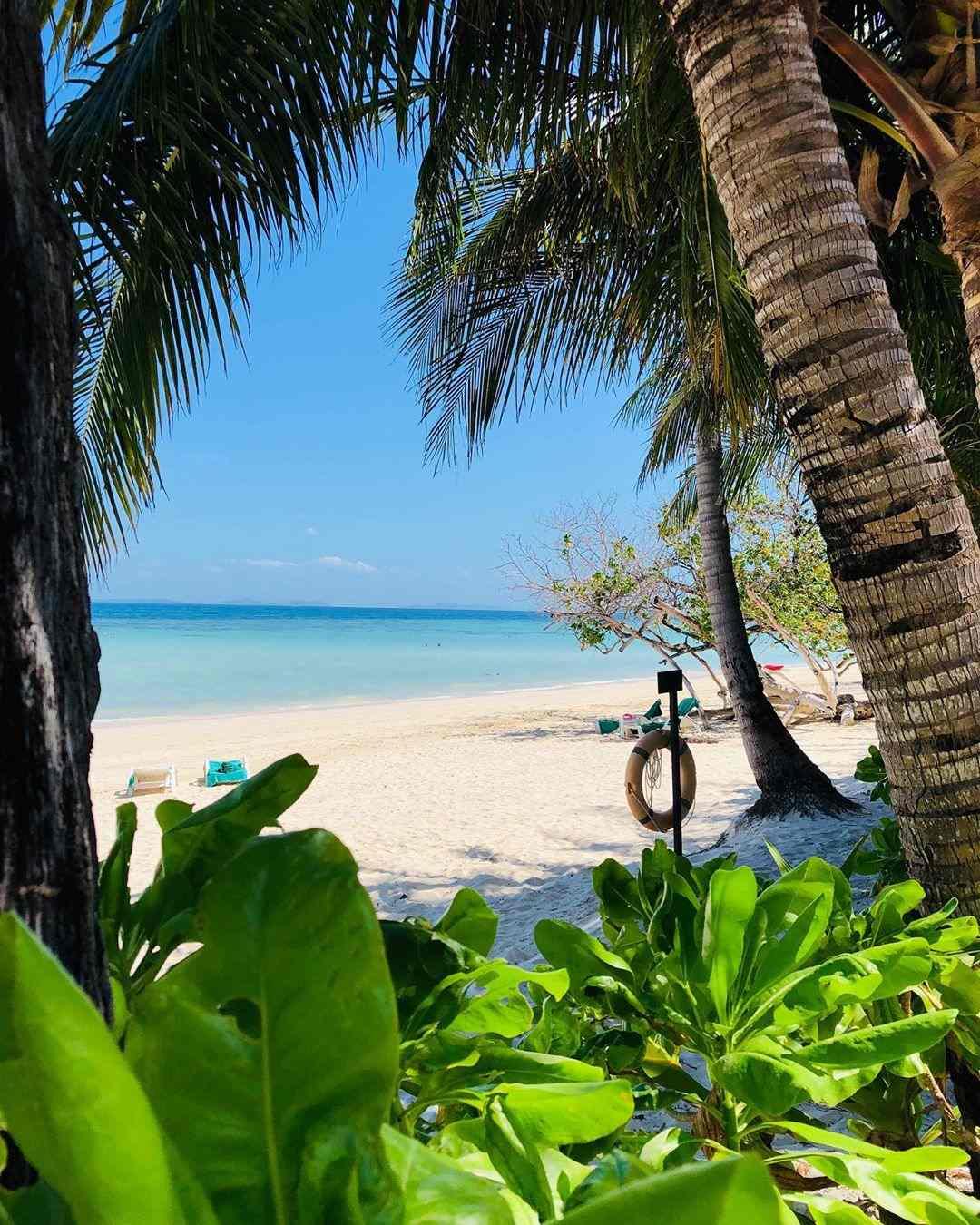 Uitzicht op Laemtong Beach vanaf het Holiday Inn Resort op Koh Phi Phi
