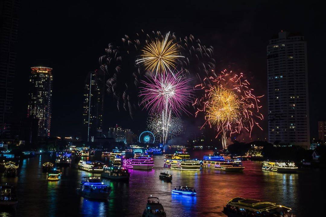 Fireworks at ICONSIAM and the Millennium Hilton Bangkok Hotel in 2019Fireworks at ICONSIAM and the Millennium Hilton Bangkok Hotel in 2019