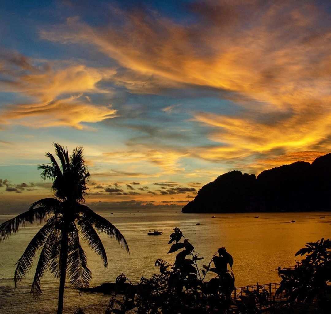 Zonsondergang vanaf het Phi Phi The Beach Resort