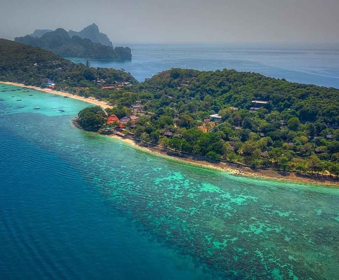 Koh Phi Phi gezien vanaf de hoogte (drone)