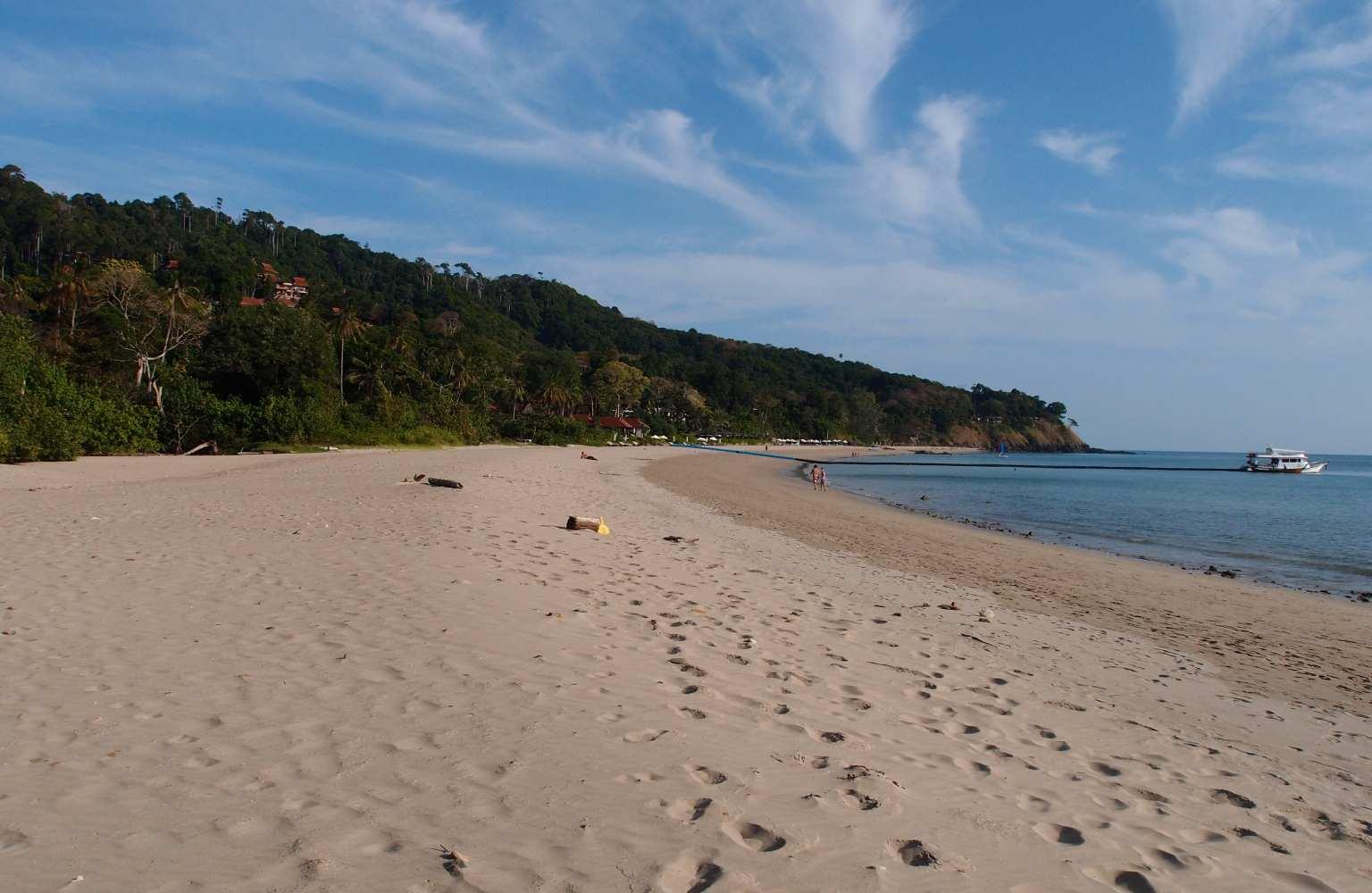 Het strand van Kantiang Bay
