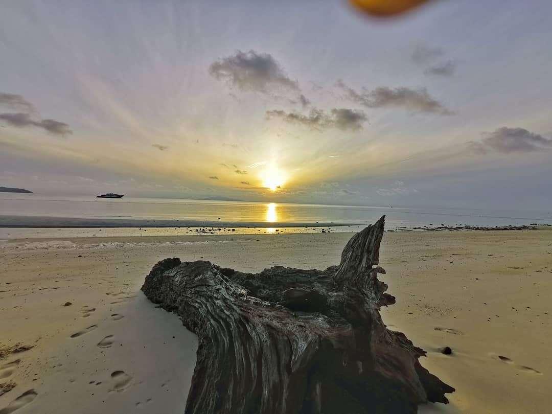 Zonsondergang op Laemtong Beach (Koh Phi Phi) - Op het terrein van het Holiday Inn Resort